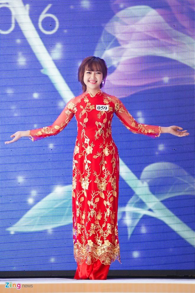Ky Duyen rang ro lam giam khao Duyen dang Ao dai hinh anh 7