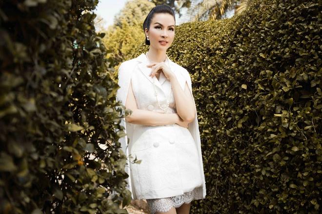 MC Thanh Mai dien mot trang den quyen ru hinh anh 1