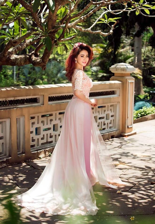 Luong Bich Huu dien ao dai ket ren duyen dang hinh anh 1