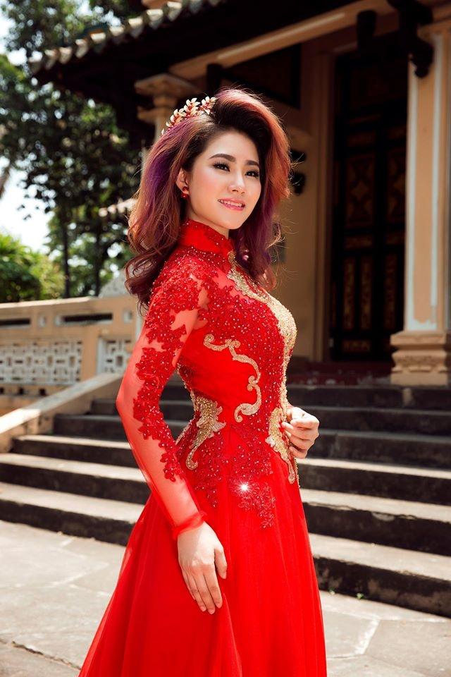 Luong Bich Huu dien ao dai ket ren duyen dang hinh anh 8