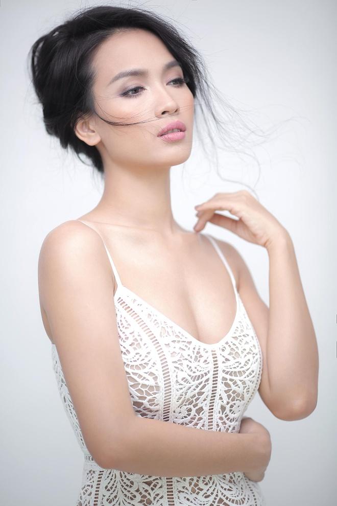 Ai Phuong dien ren doi xung goi cam hinh anh 3