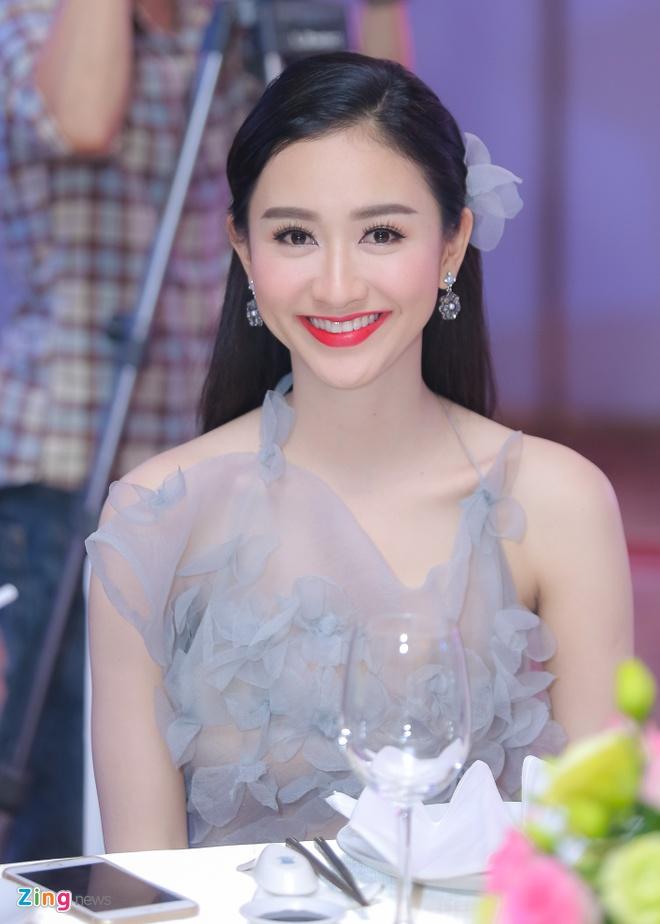 Pham Huong, Lan Khue dien dam goi cam du tiec hinh anh 7