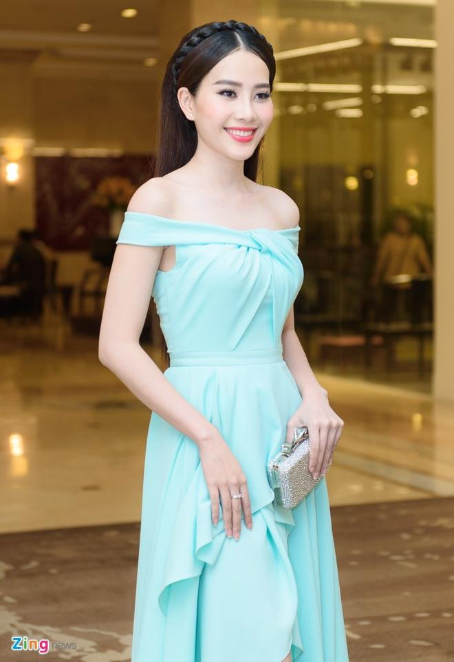 Pham Huong, Lan Khue dien dam goi cam du tiec hinh anh 8