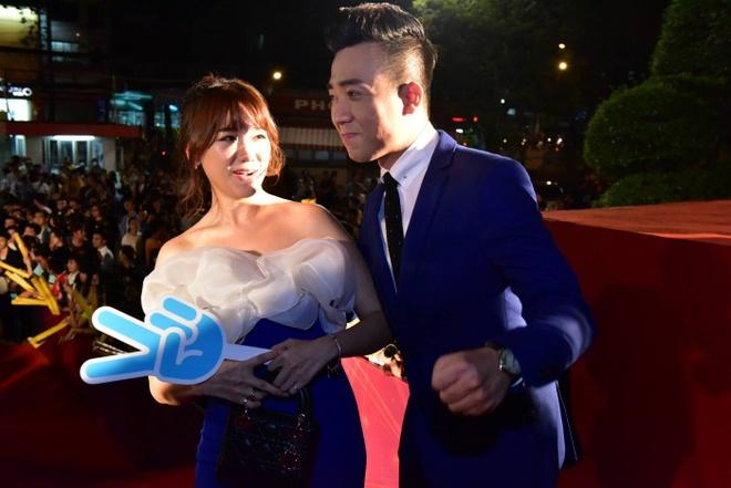 Hari Won va Tran Thanh tuoi tan tren tham do HTV Awards hinh anh 4