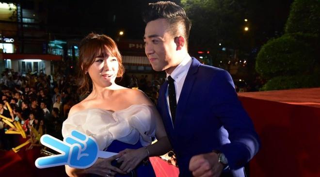 Hari Won va Tran Thanh tuoi tan tren tham do HTV Awards hinh anh