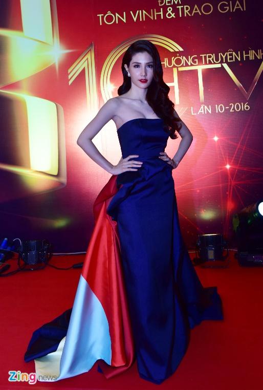Hari Won va Tran Thanh tuoi tan tren tham do HTV Awards hinh anh 1