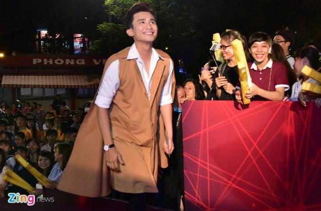 Hari Won va Tran Thanh tuoi tan tren tham do HTV Awards hinh anh 6