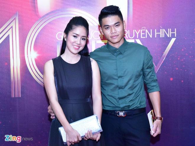Hari Won va Tran Thanh tuoi tan tren tham do HTV Awards hinh anh 8