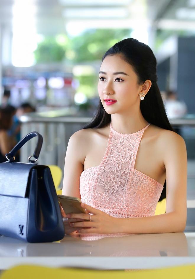 A hau Ha Thu ra san bay don nhom nhac Thai Lan hinh anh 1