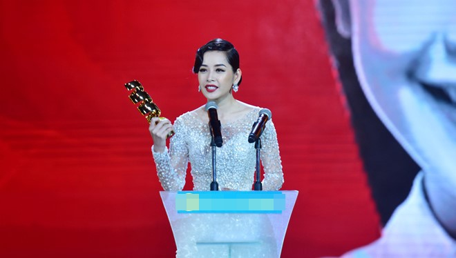 Tran Thanh nhan 2 giai thuong HTV Awards 2016 hinh anh 10