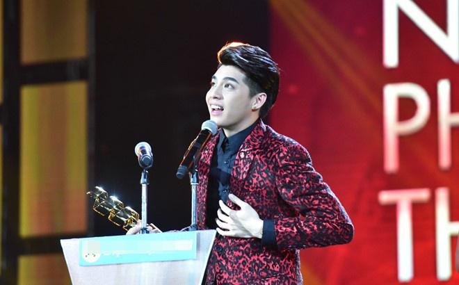 Tran Thanh nhan 2 giai thuong HTV Awards 2016 hinh anh 20