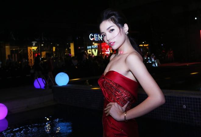 Hoa hau Ky Duyen dien dam sexy du tiec hinh anh 2