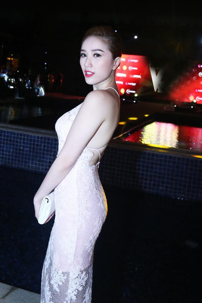 Hoa hau Ky Duyen dien dam sexy du tiec hinh anh 4