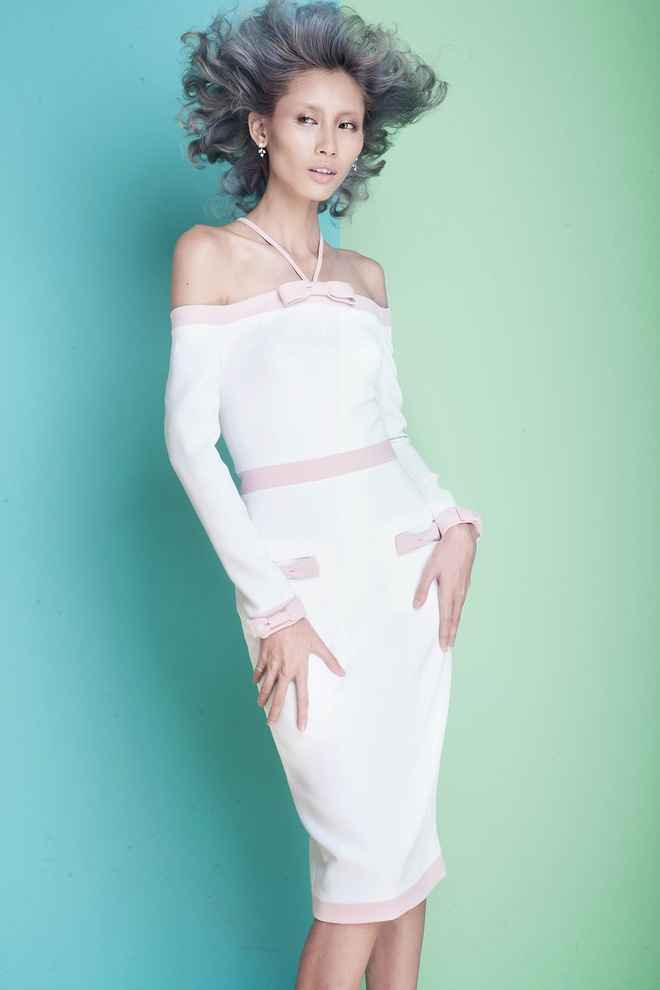 Hang Nguyen an tuong voi trang phuc pastel hinh anh 1