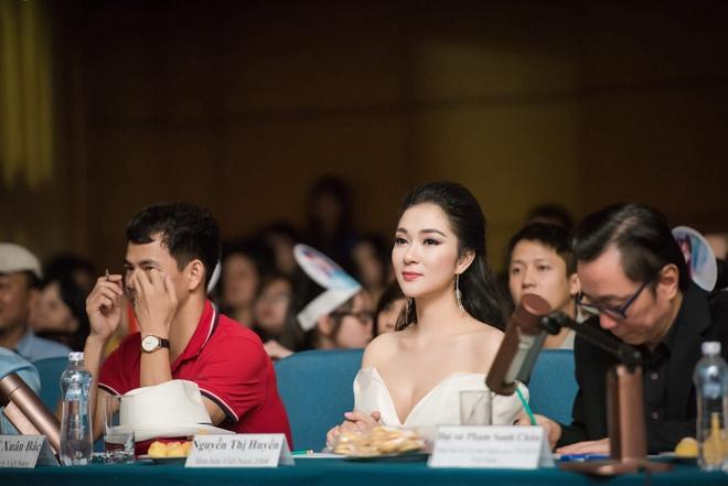 Nguyen Thi Huyen xuat hien voi nhan sac rang ro hinh anh 3