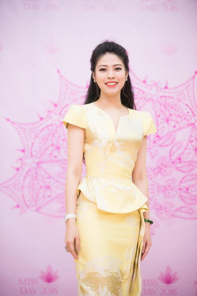 Nguyen Thi Huyen xuat hien voi nhan sac rang ro hinh anh 7