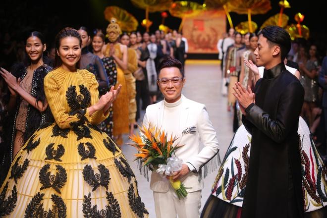 Thanh Hang dien vay bong benh kieu sa catwalk hinh anh 12