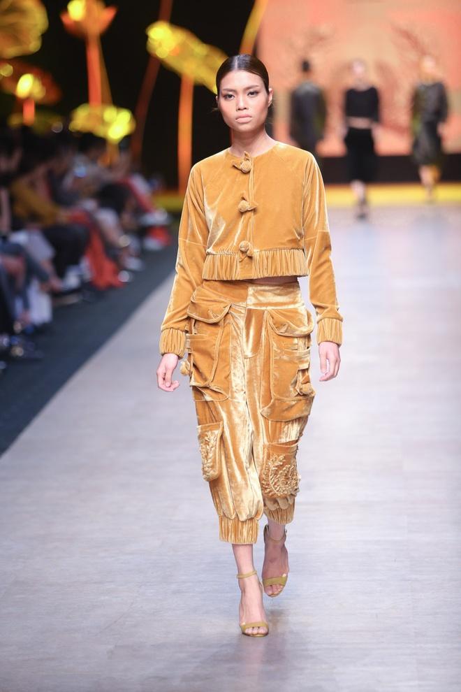 Thanh Hang dien vay bong benh kieu sa catwalk hinh anh 5