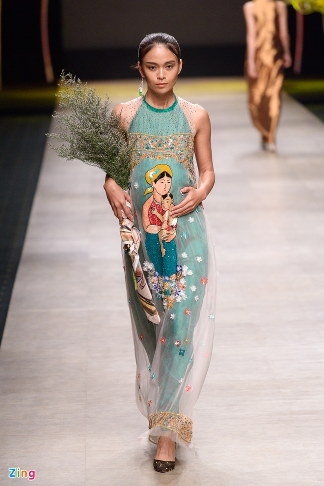 Phan Nhu Thao om bung bau len san catwalk hinh anh 12
