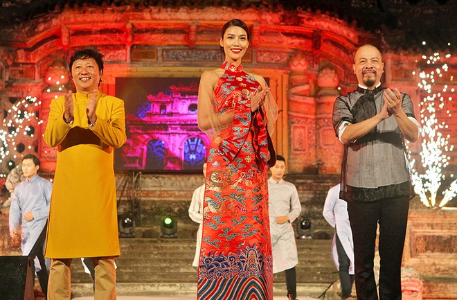 Lan Khue dien ao dai gam duyen dang o Festival Hue hinh anh 6