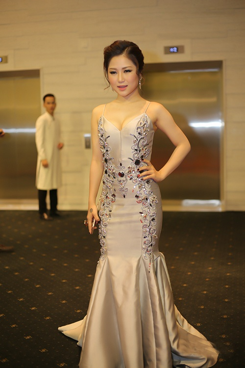 Luong Bich Huu, Phuong Mai vao nhom sao mac xau thang 4 hinh anh 4
