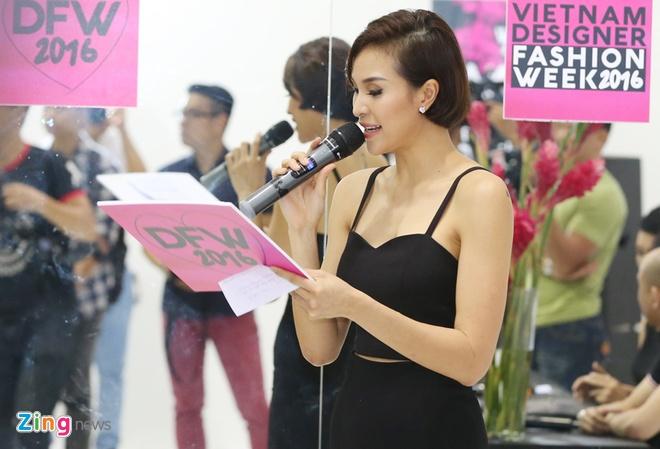 Phuong Mai du su kien sau on ao mac phan cam hinh anh 3