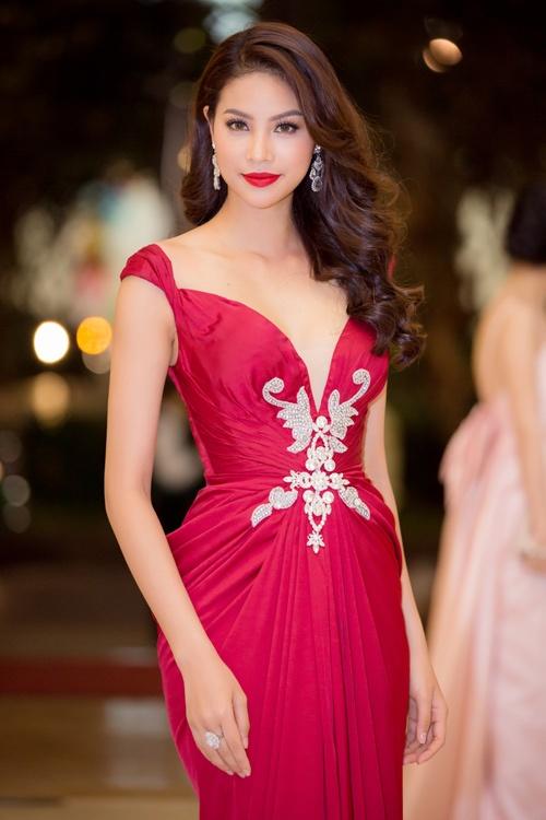 Nhung lan bien hoa kieu toc tai tinh cua hoa hau Pham Huong hinh anh 5