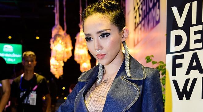 Toc Tien sexy, Van Ngo doi non quai thao di su kien hinh anh