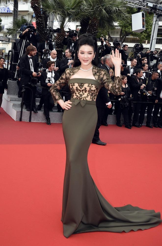 Ly Nha Ky dien vay xuyen thau tren tham do Cannes hinh anh 5