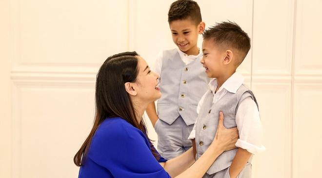 Ha Kieu Anh dua hai con trai di thu trang phuc cho show dien hinh anh