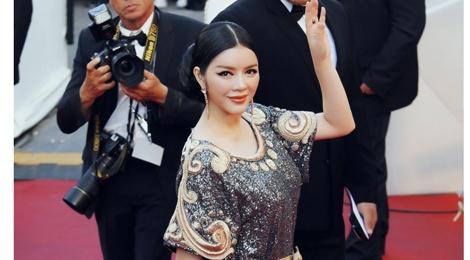 Ly Nha Ky mac kin dao sau nghi van bi lo nguc o Cannes hinh anh