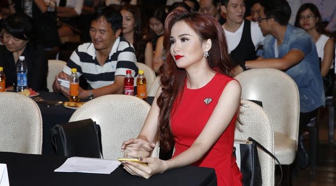Pho di bo Nguyen Hue thanh san catwalk 800 m hinh anh