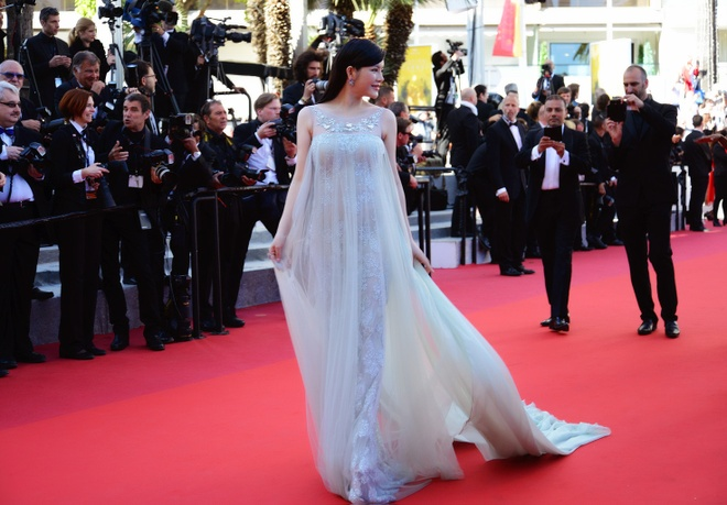 Ly Nha Ky thu hut ong kinh tren tham do Cannes hinh anh 6