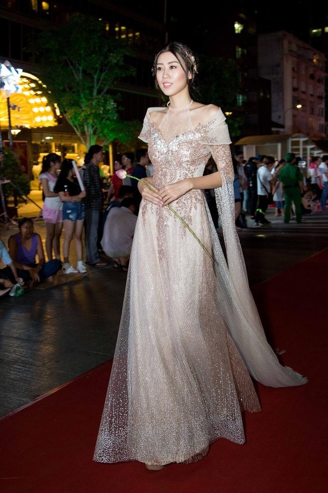 Luong The Thanh cham soc ba xa Thuy Diem trong show dien hinh anh 11