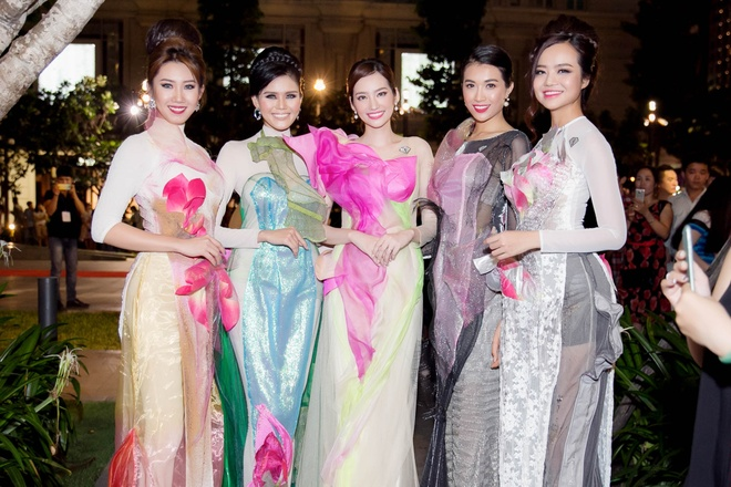 Luong The Thanh cham soc ba xa Thuy Diem trong show dien hinh anh 6