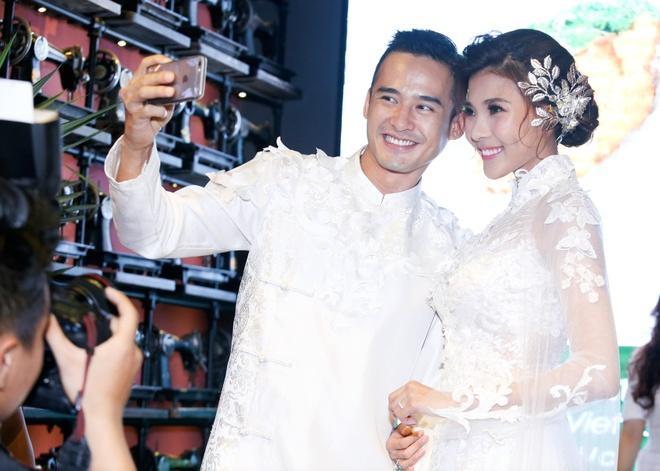 Luong The Thanh cham soc ba xa Thuy Diem trong show dien hinh anh 2