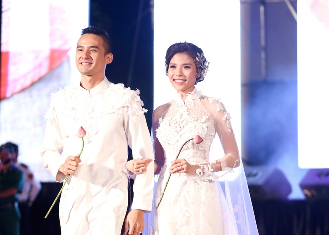 Luong The Thanh cham soc ba xa Thuy Diem trong show dien hinh anh 1