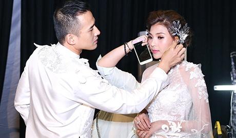 Luong The Thanh cham soc ba xa Thuy Diem trong show dien hinh anh