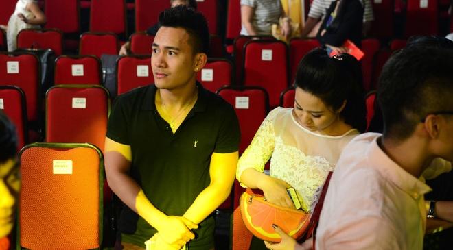 Con trai tin don den truong quay xem Hoai Linh lam giam khao hinh anh