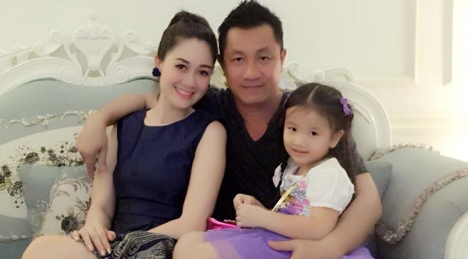Hoa hau Ao dai noi ve cuoc song vo chong khong hon thu hinh anh