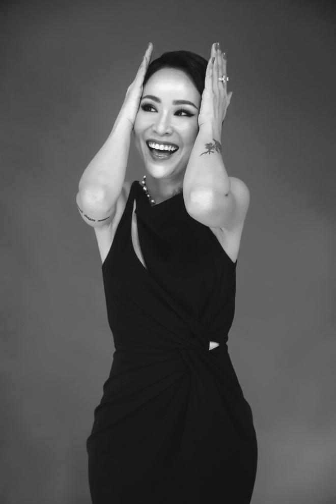Uyen Linh lam nguoi mau trong show cua Adrian Anh Tuan hinh anh 1