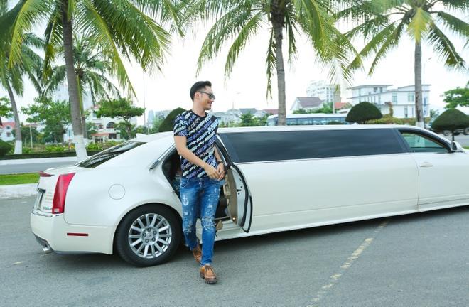 Giam khao Next Top Model casting tren bai bien hinh anh 1