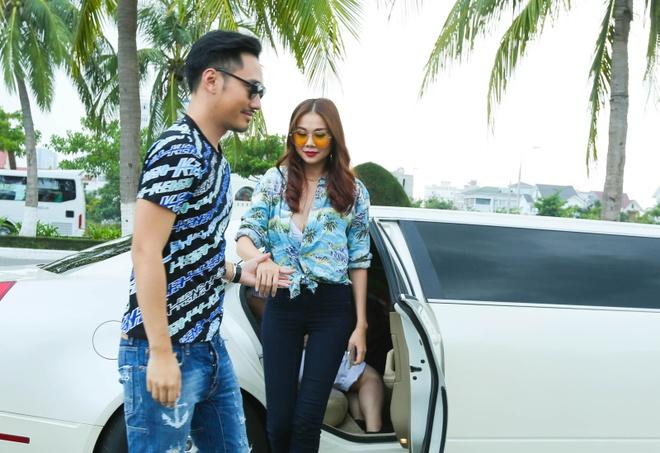 Giam khao Next Top Model casting tren bai bien hinh anh 2