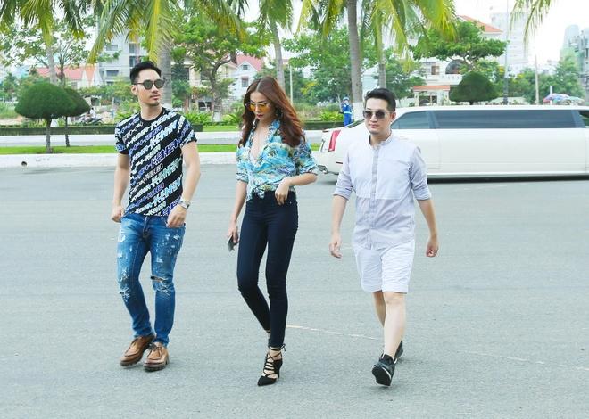 Giam khao Next Top Model casting tren bai bien hinh anh 3