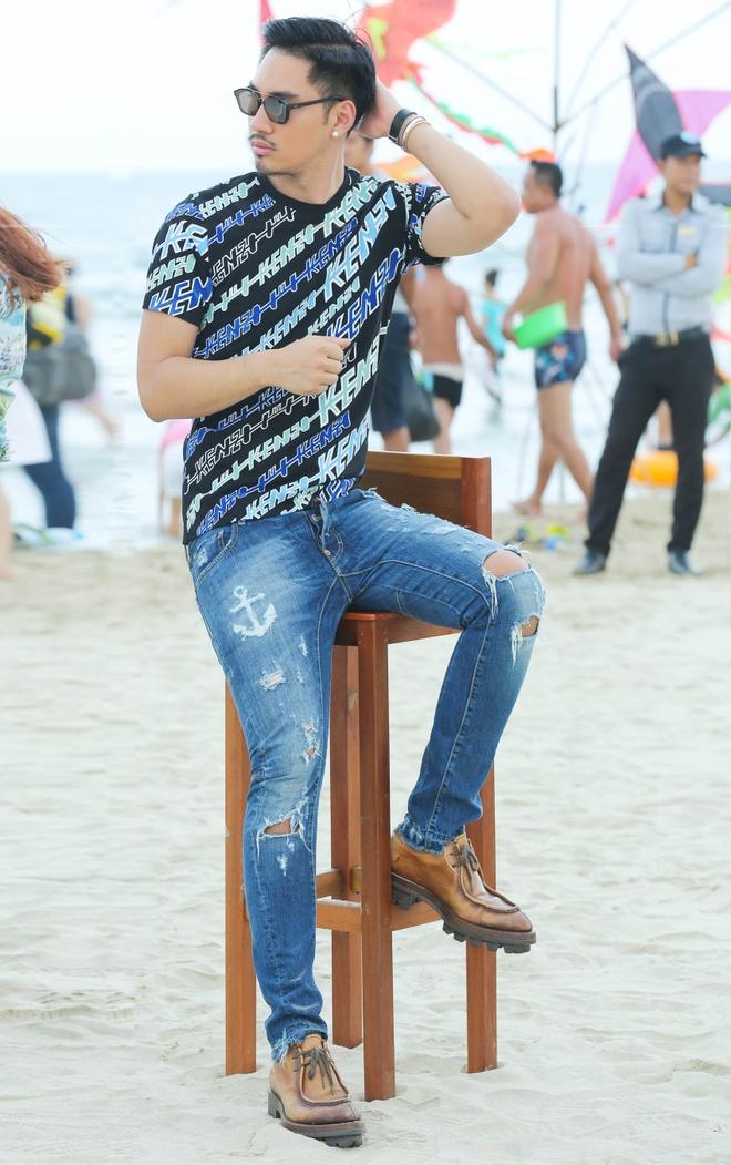 Giam khao Next Top Model casting tren bai bien hinh anh 6