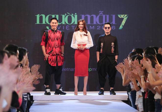Giam khao Next Top Model casting tren bai bien hinh anh 7