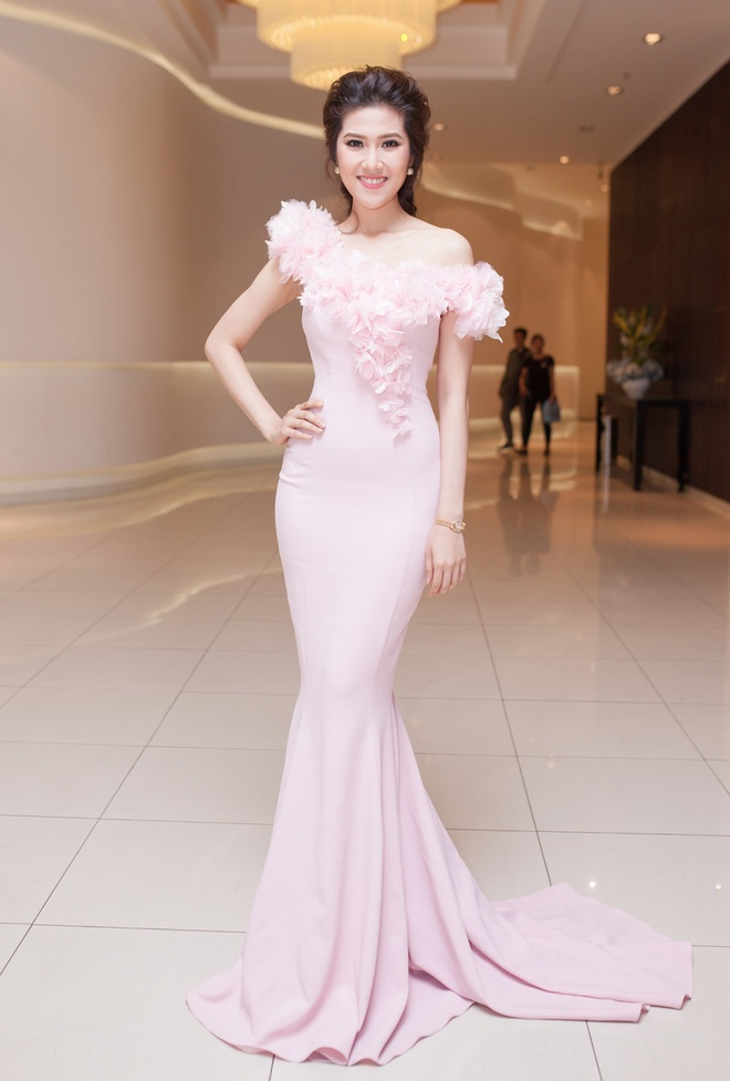 Top 10 my nhan Viet mac dep nhat thang 5 hinh anh 10