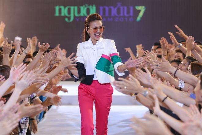 Thanh Hang, Ly Qui Khanh sanh dieu di casting Next Top hinh anh 5