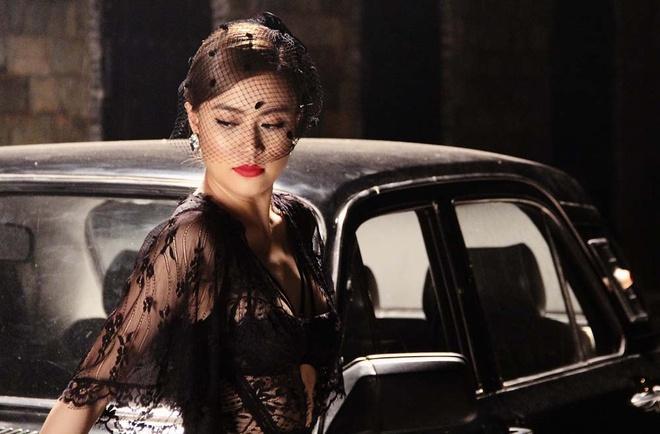 Hoang Thuy Linh hon Vinh Thuy say dam trong MV moi hinh anh 6