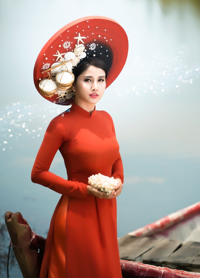 Vo cu Phan Thanh Binh duyen dang trong ao dai sac mau hinh anh 1